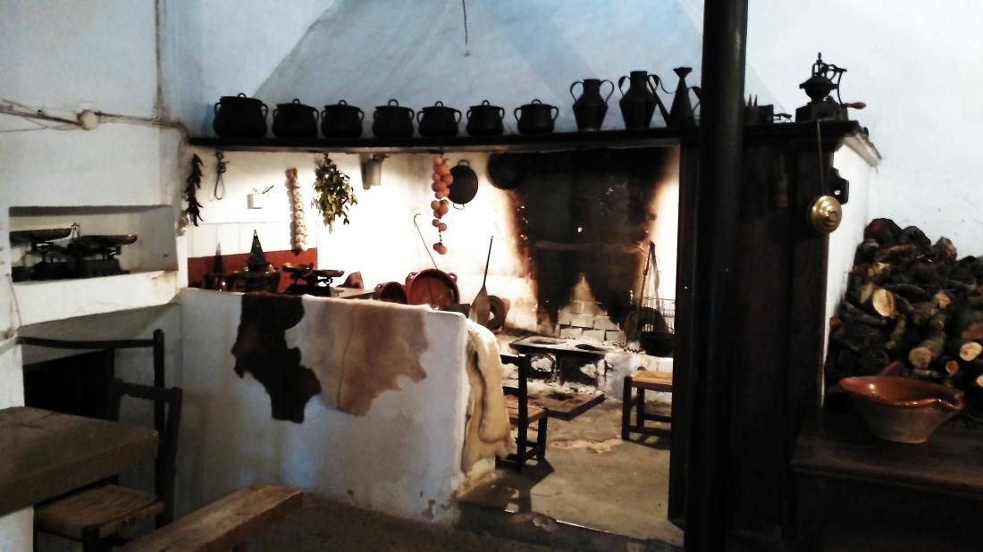 Deshollinadores de mallorca limpieza y deshollinado de chimeneas estufas y calderas gas leo - Chimeneas en mallorca ...